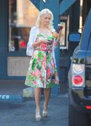 Холли Мэдисон, фото 1952. Holly Madison Starbucks in LA Market FEB-1-2012, foto 1952