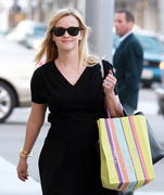Reese Witherspoon out shopping in Beverly Hills 02/05/13 (HQ)