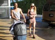 th_075534933_Celebutopia_NET.Doutzen_Kroes_relaxing_in_Miami_Beach.03_24_2011.HQ.14_122_242lo.jpg
