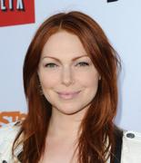 Laura Prepon � Arrested Development Season 4 premiere