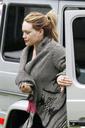 http://img295.imagevenue.com/loc393/th_425623486_Hilary_Duff_at_Zankou_Chicken3_122_393lo.jpg
