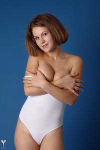 http://img295.imagevenue.com/loc423/th_365188574_tduid300163_silver_angels_Sandrinya_I_whiteswimwear_1_094_122_423lo.jpg