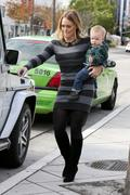 http://img295.imagevenue.com/loc425/th_483830224_Hilary_Duff_visits_LA_County_Museum_of_Arts20_122_425lo.jpg