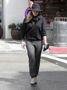 http://img295.imagevenue.com/loc437/th_843485267_Hilary_Duff_out_shopping_in_Beverly_Hills14_122_437lo.jpg