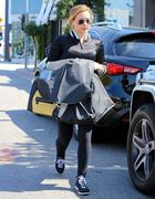 http://img295.imagevenue.com/loc530/th_202734919_Hilary_Duff_out_and_about_in_LA8_122_530lo.jpg