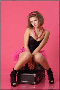 http://img295.imagevenue.com/loc548/th_255110682_tduid300163_sandrinya_model_pinkmini_teenmodeling_tv_066_122_548lo.jpg