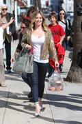 http://img295.imagevenue.com/loc567/th_863289986_Hilary_Duff_at_Crumbs_bakery70_122_567lo.jpg