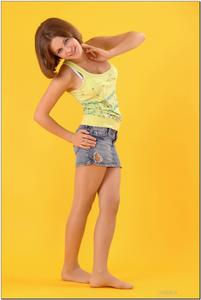 http://img295.imagevenue.com/loc594/th_278844372_tduid300163_sandrinya_model_denimmini_teenmodeling_tv_017_122_594lo.jpg